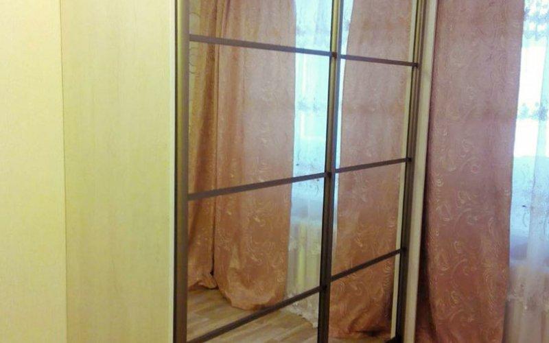 Шкаф купе в стиле лофт с зеркалом