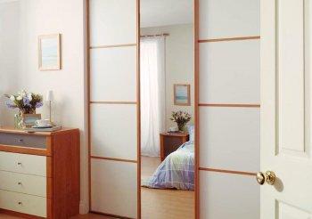 Небольшой шкаф купе в спальню
