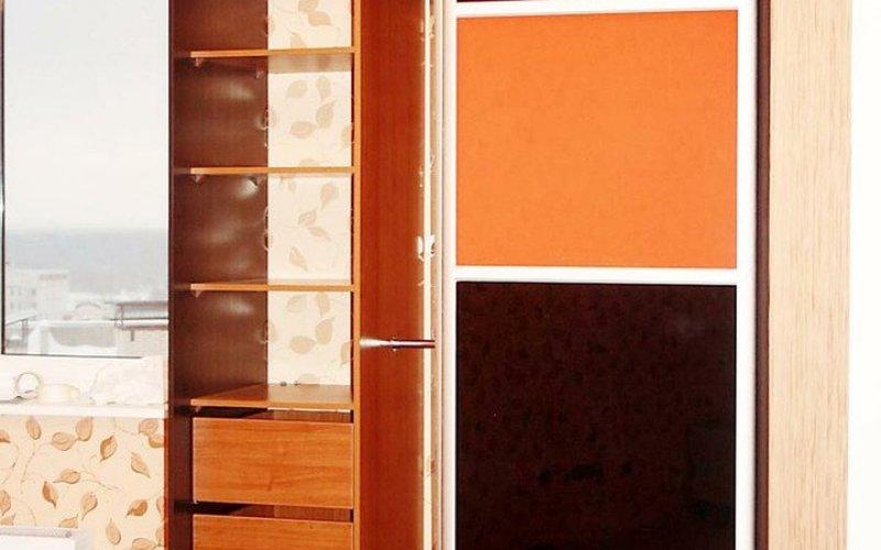 Шкаф купе в маленькой квартире
