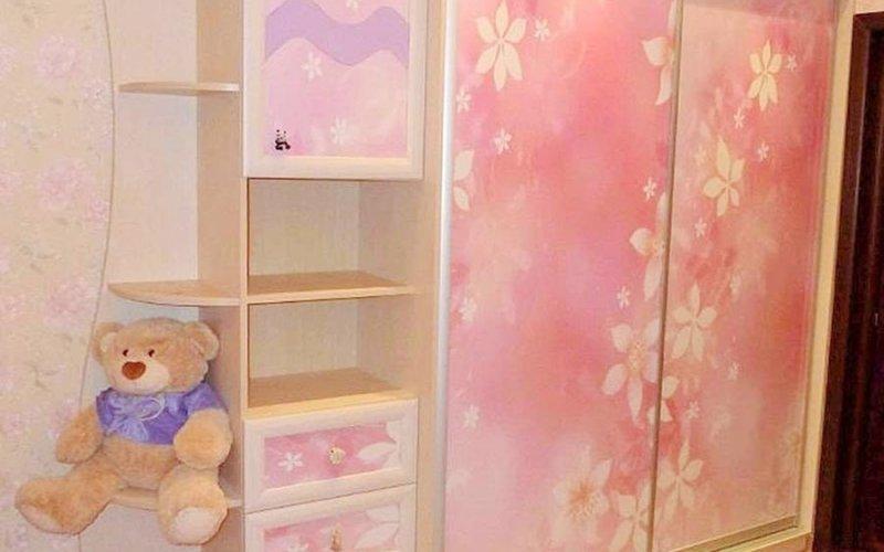 Шкаф купе в комнате девочки подростка
