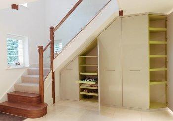 Шкаф купе под лестницей в доме