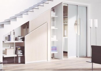 Встроенные шкафы купе под лестницей