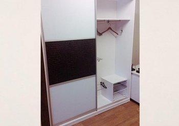 Шкафы купе под кожу белые