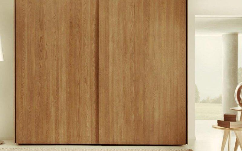 Шкаф купе с деревянными фасадами