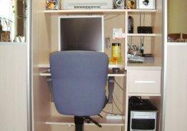 Шкаф купе со столом для компьютера