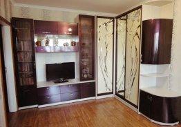 Стенка со шкафом купе и телевизором