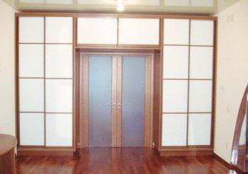 Шкафы купе с проходом в другую комнату
