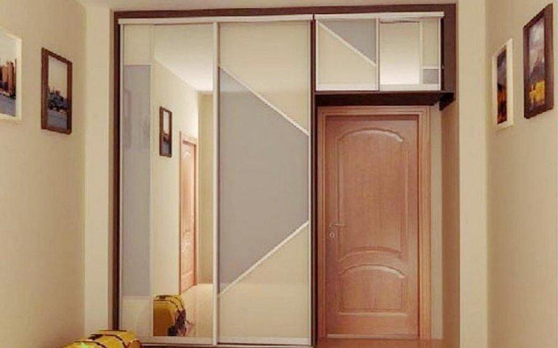 Шкафы купе с антресолью и зеркалом