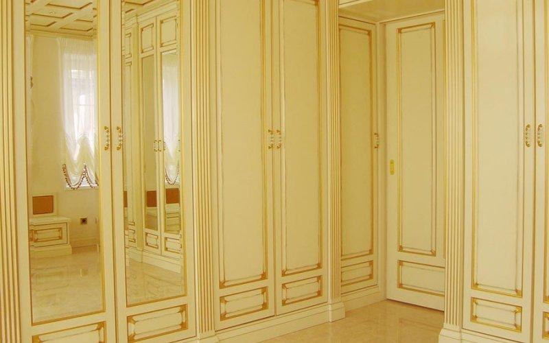 Шкаф купе с распашными дверями