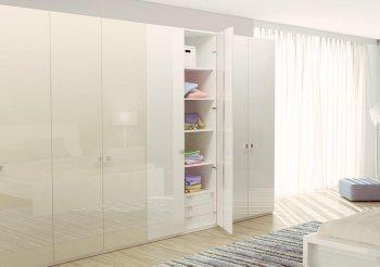 Комбинированный шкаф купе с распашными дверями