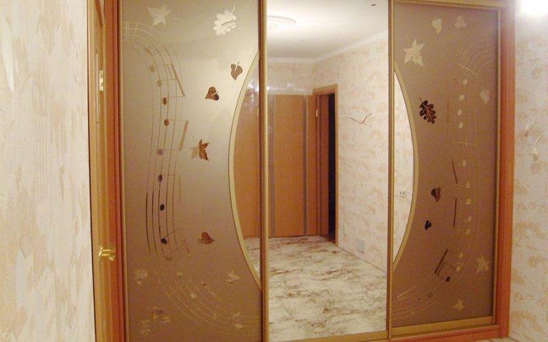 Шкафы купе 3 двери с зеркалом