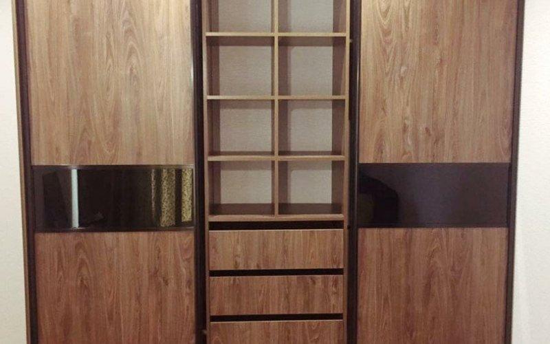 Шкаф купе трехдверный с ящиками