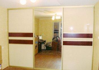 Встроенный шкаф купе трехдверный