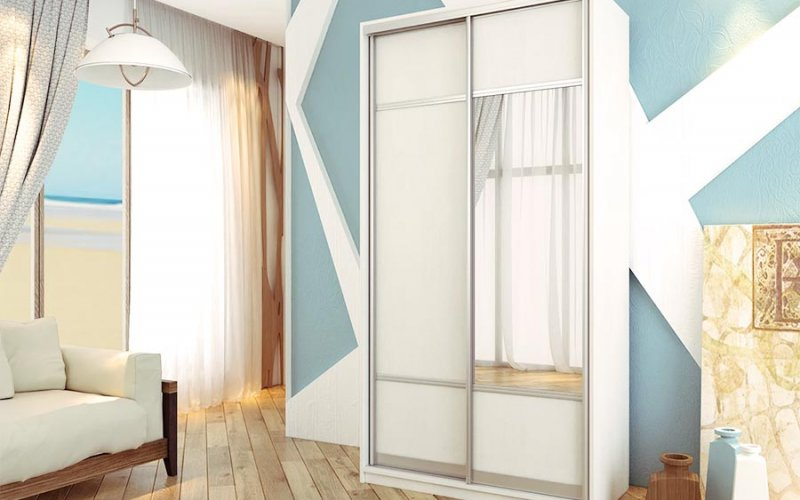 Светлый шкаф купе с зеркалами