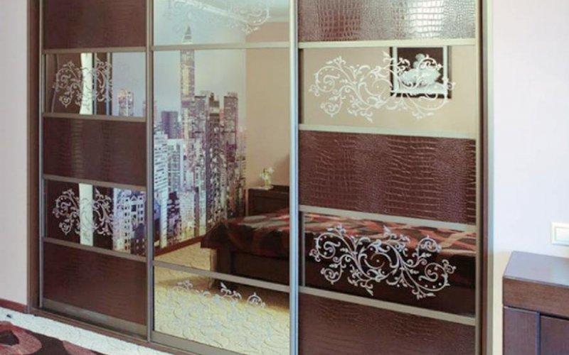 Встроенные шкафы купе с пескоструйным рисунком