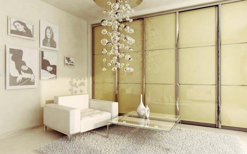 Бежевый шкаф купе стекло