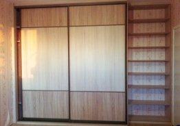 Встроенный шкаф купе из массива дерева