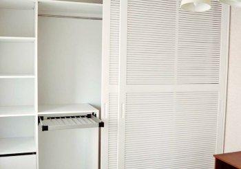 Шкаф купе жалюзийные двери