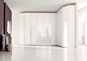 Асимметричный угловой шкаф купе