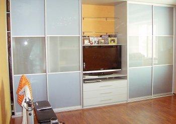 Шкаф купе стеклянный фасад