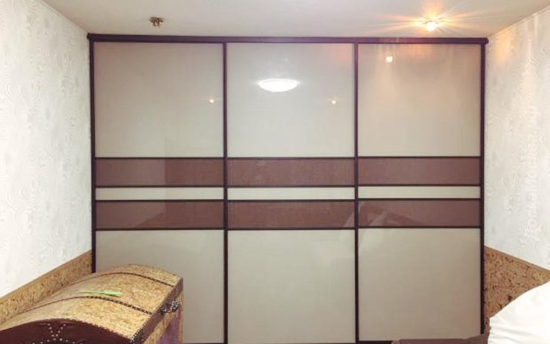Шкафы купе со стеклянными фасадами