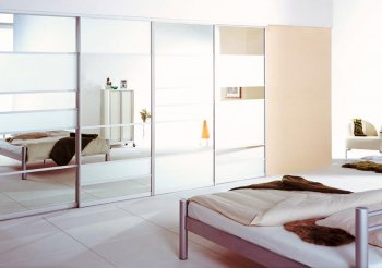 Зеркальный шкаф купе в спальню