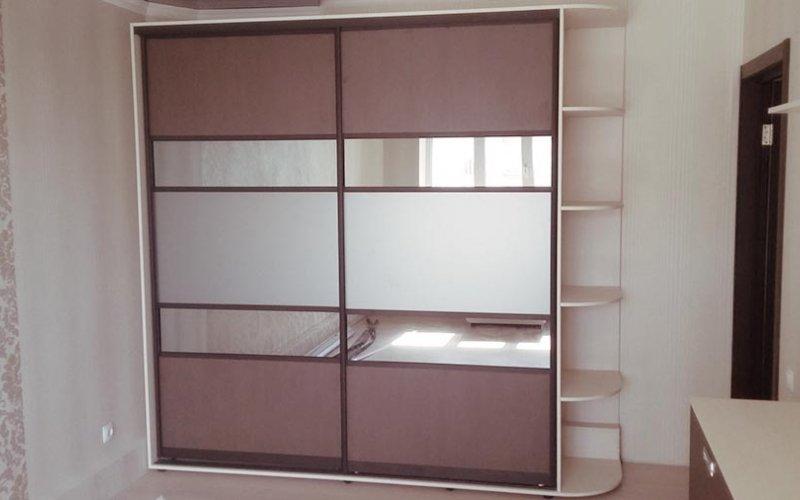 Удобные шкаф купе в спальне