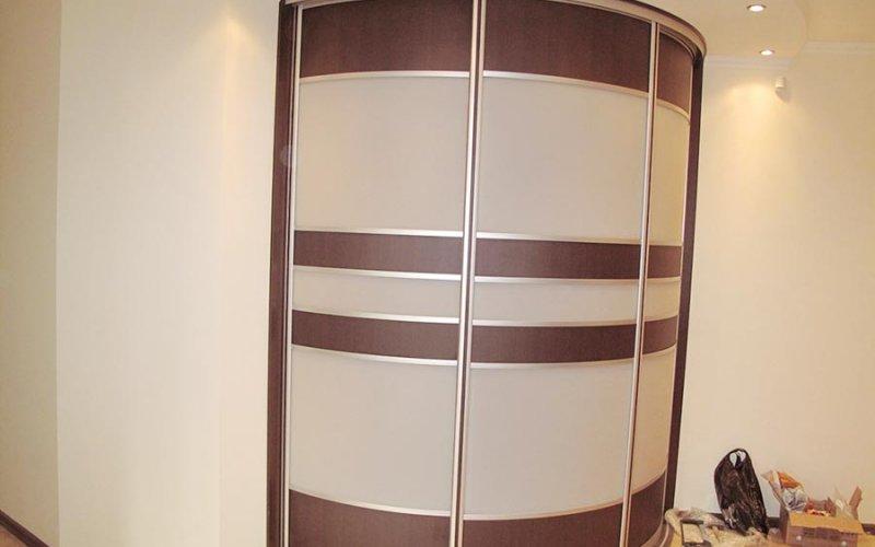 Шкафы купе круглые угловые