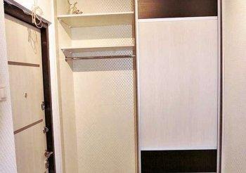 Встроенный шкаф купе в маленькую прихожую