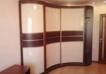 Угловые прихожие в коридор со шкафом купе