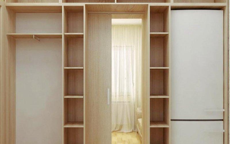 Шкаф купе с проходом в комнату