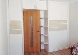 Шкаф купе с входом в комнату