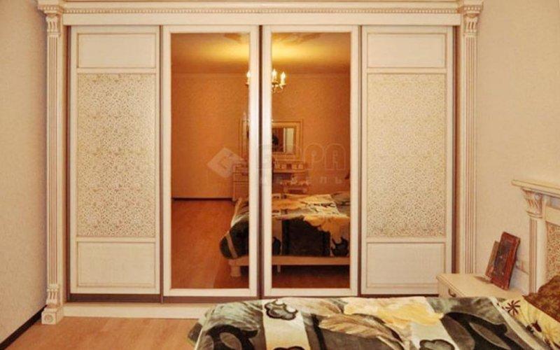 Шкафы купе в классическом стиле в спальню