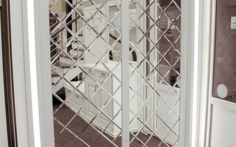 Шкаф купе с зеркальными ромбами