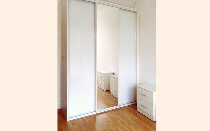 Шкафы купе с зеркалом