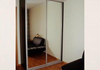 Маленький шкаф купе с зеркалом