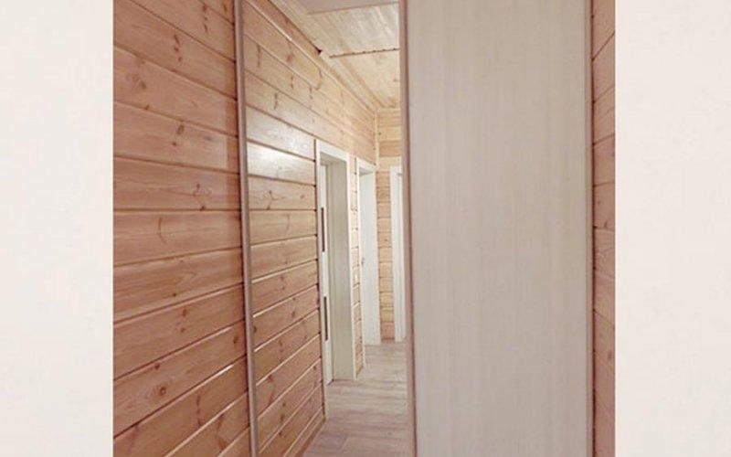 Шкаф купе с двумя дверями и зеркалом