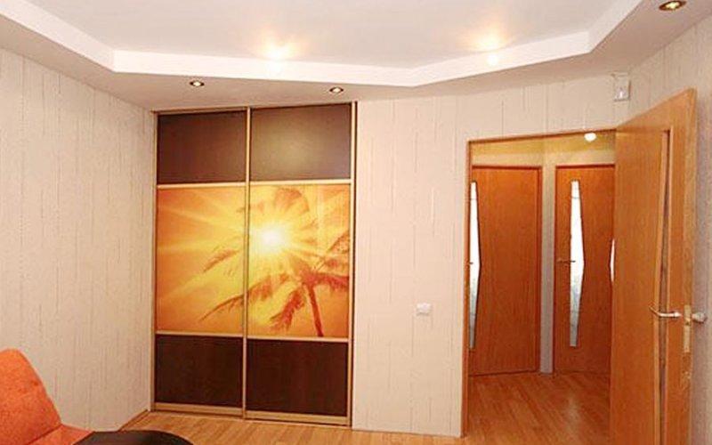 Шкаф купе встроенный в стену