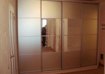 Шкаф купе белый матовый с зеркалом