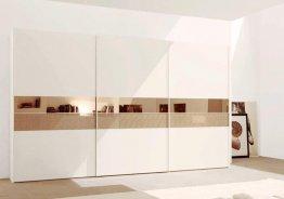 Белый шкаф купе с бронзовым зеркалом