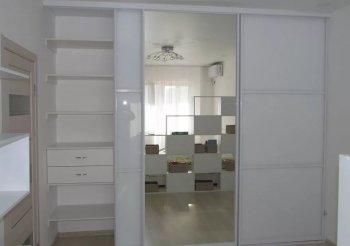 Двери купе белые с зеркалом