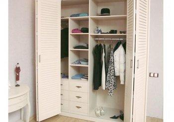 Белые жалюзийные двери для шкафа