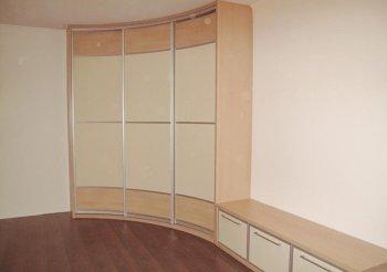 Радиусные двери для гардеробной