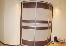 Полукруглые двери купе для гардеробной