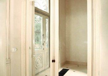 Распашные двери для встроенного шкафа