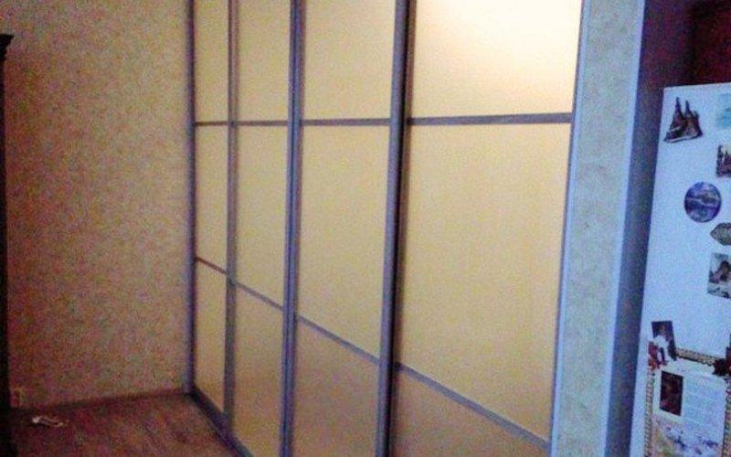 Двери раздвижные по стене акриловые