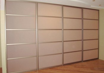 4-х дверная раздвижная перегородка в гардеробную