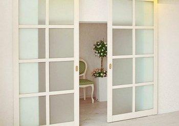 Раздвижные двери из массива дерева