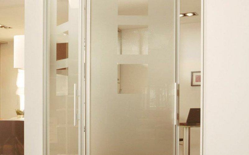 Раздвижные перегородки гармошка в комнате