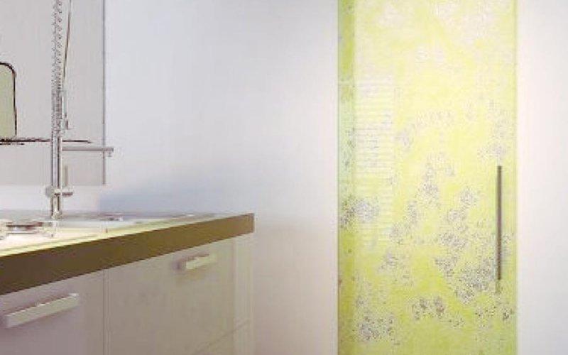 Раздвижные стеклянные двери в ванную комнату